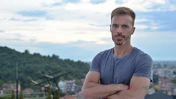 12 различни въпроса към Ники Илиев