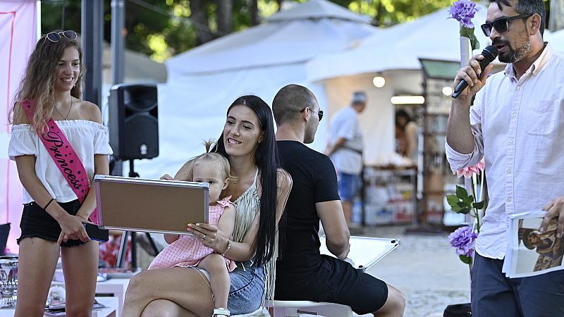 Avon & Elle Love Weekend