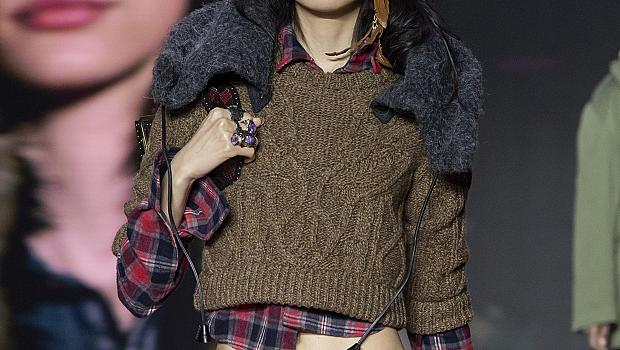 Посрещаме новата година с цвят: 20 ефектни пуловера от модния подиум