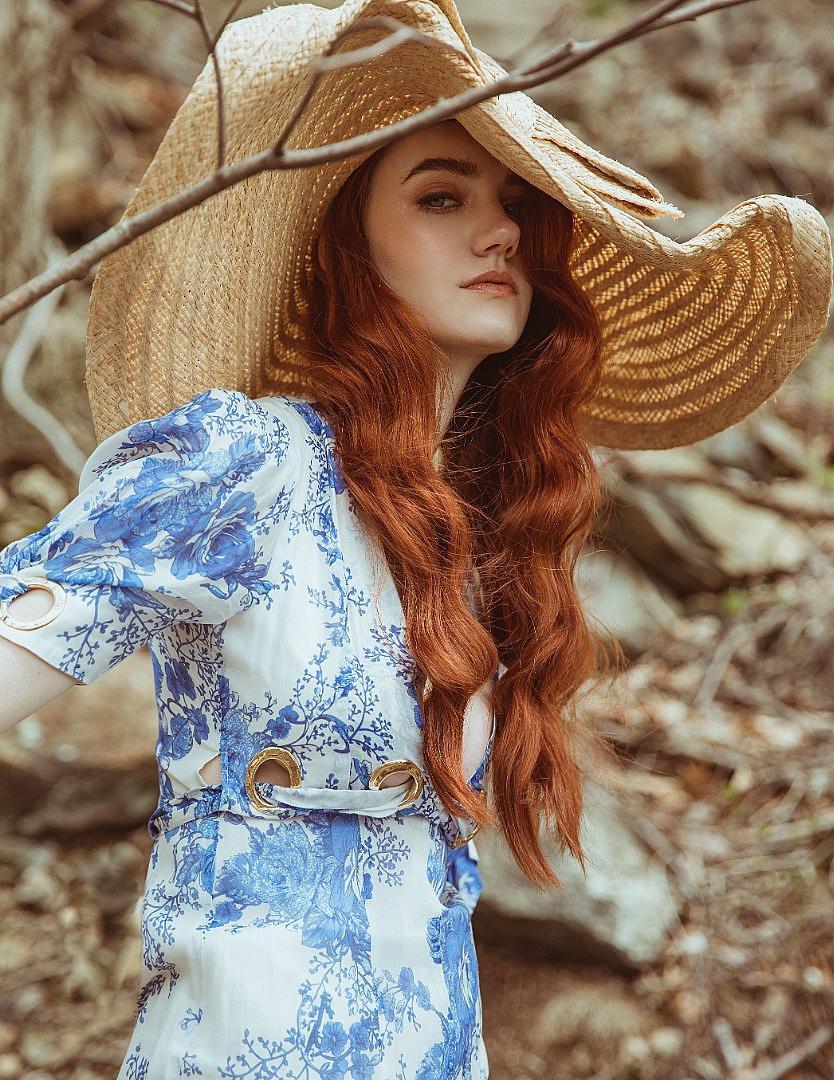 Рокля Alice Mccall, шапка J.Crew.