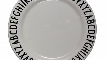 Красиви чинии и прибори за маса