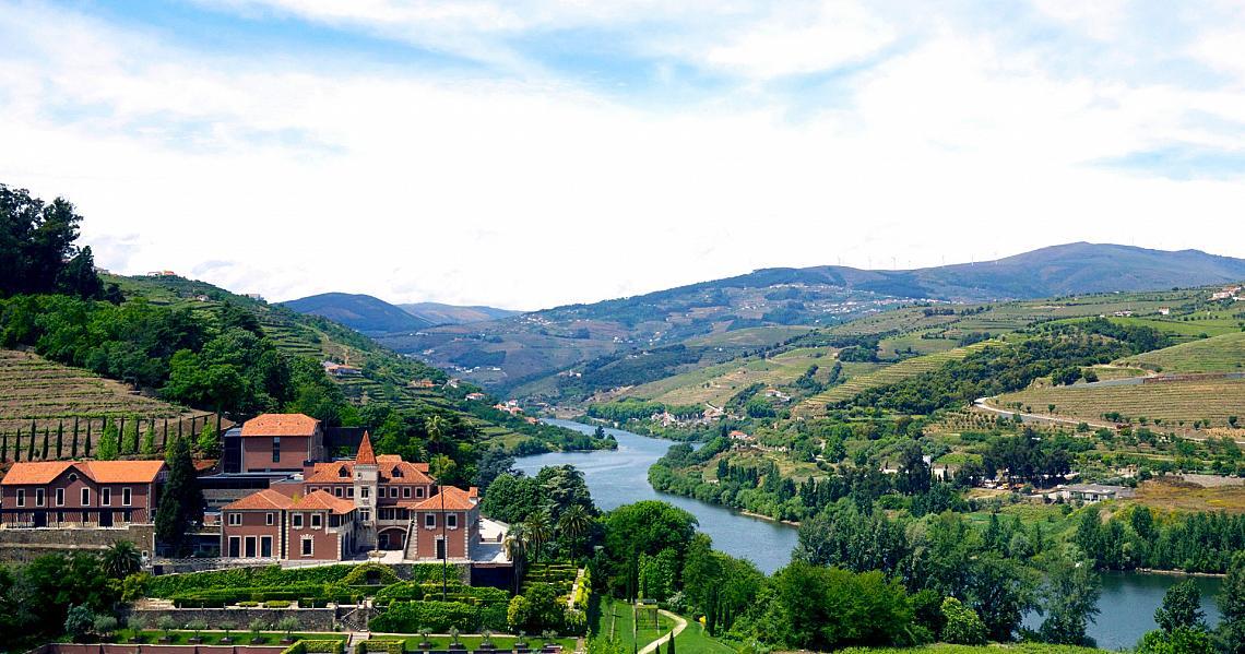 Високо на хълм с гледка към река Дуеро, Португалия, осъзнаваме, че този световен обект на ЮНЕСКО е в добри ръце, щом наблизо е курорт като SIX SENSES DOURO VALLEY.