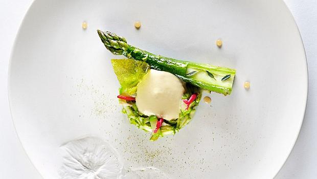 Рецептите на най-добрите жени готвачи в света: аспержи Roques Hautes от Ан Софи Пик