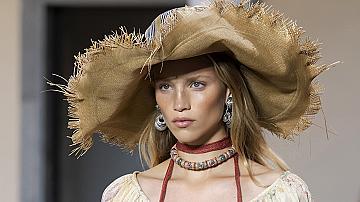 Големите шапки с периферия се завръщат и са още по-стилни