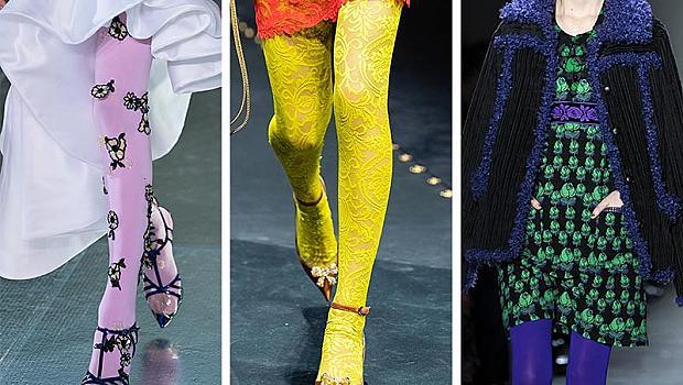 Крака, обвити в цвят и дантела