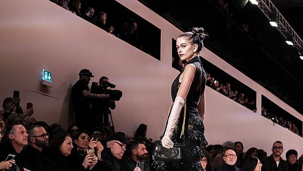 30 идеи от модния подиум: Как да носим черно, без да изглеждаме мрачно?