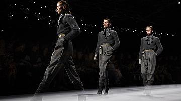 Как да носим дългия широк панталон: 19 вдъхновяващи идеи от подиума