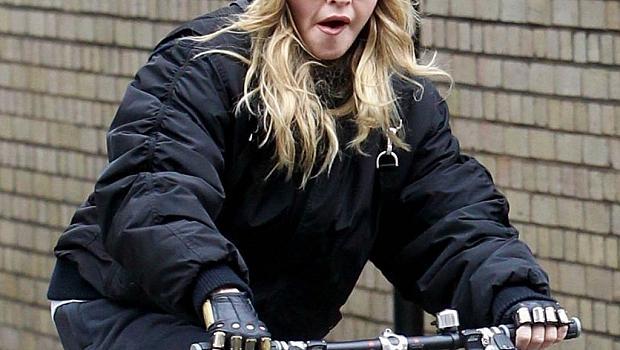 """Мадона най-накрая """"подмлади"""" и ръцете си"""