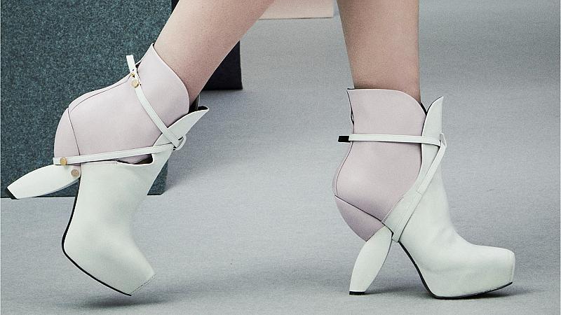 Еволюцията на високите токчета: Ето как се промениха обувките в новите колекции