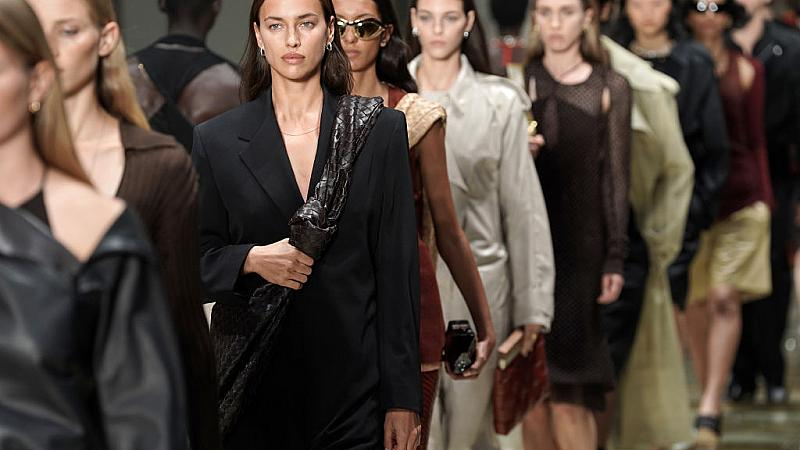 Коя марка получи 4 награди British Fashion Awards наведнъж?