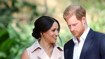 Хари преживява тежко раздялата с бременната си съпруга и Арчи
