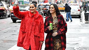 Червените палта, с които ще разтопим зимата