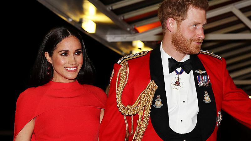 Защо Меган и Хари искат лична среща с кралицата (и защо тя не бърза да отговори)