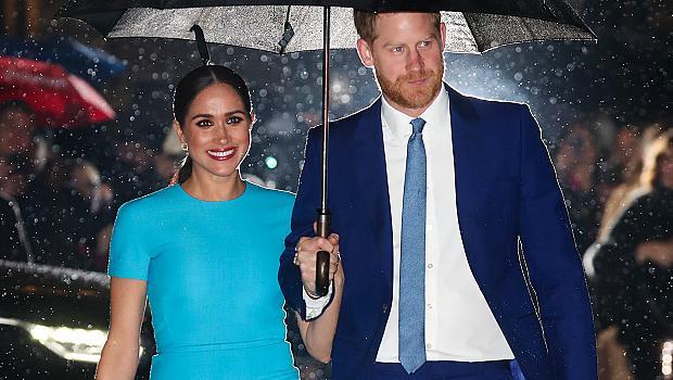 Меган Маркъл в Лондон и синята рокля под дъжда, за която всички ще говорят днес