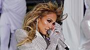 Дженифър Лопес изми целия грим от лицето си на живо (видео)