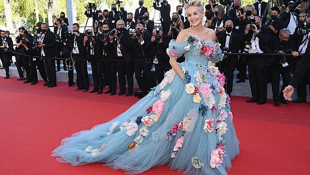 От райската градина: Шарън Стоун в рокля на цветя на филмовия фестивал в Кан
