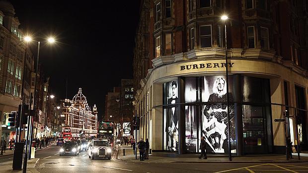 Акциите на Burberry паднаха след новината за напускането на Кристофър Бейли