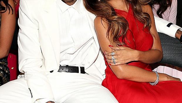 Риана още обича Крис Браун, въпреки че я преби от бой