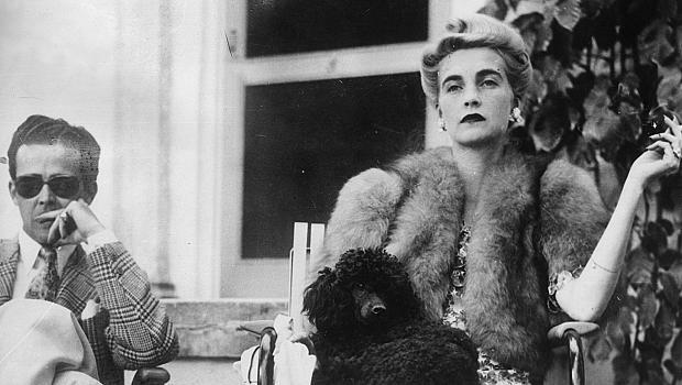 FASHION ARCHIVE: Барбара Хътън и историята на диамантения ѝ пръстен