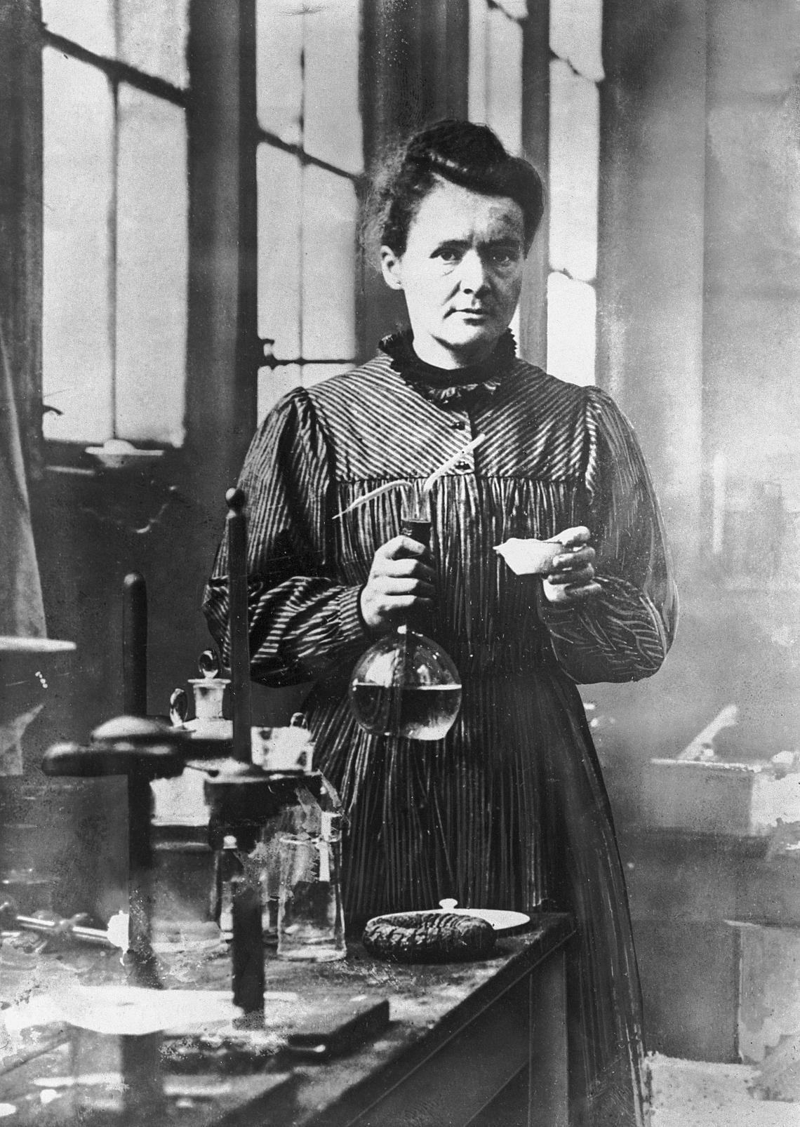 МАРИЯ КЮРИ Единствената жена носител на Нобелова награда за изследване върху радиоактивността. Заедно със съпруга си Пиер Кюри открива елементите Радий и Полоний. Имат дъщеря – Ирен, която също е Нобелов лауреат.