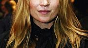 Прическите, които остават в историята: Кейт Мос и нейните небрежни кичури