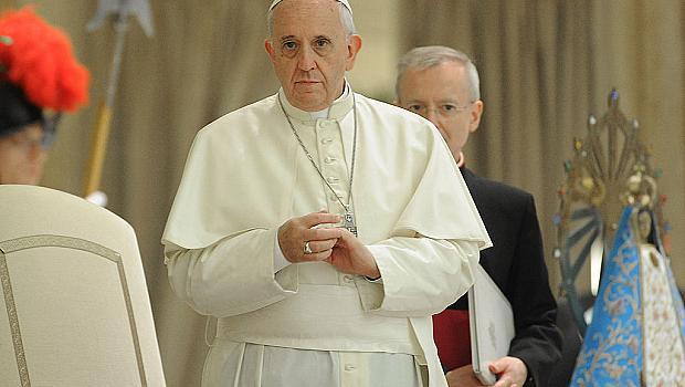 Римският папа призова да станем от дивана