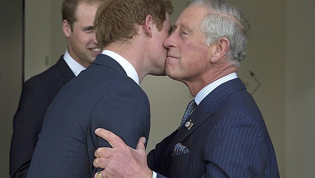 Принц Чарлз изключи Хари от важна семейна традиция
