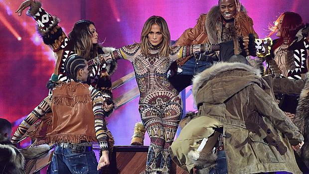 Екипът на Дженифър Лопес с гаф на Американските музикални награди