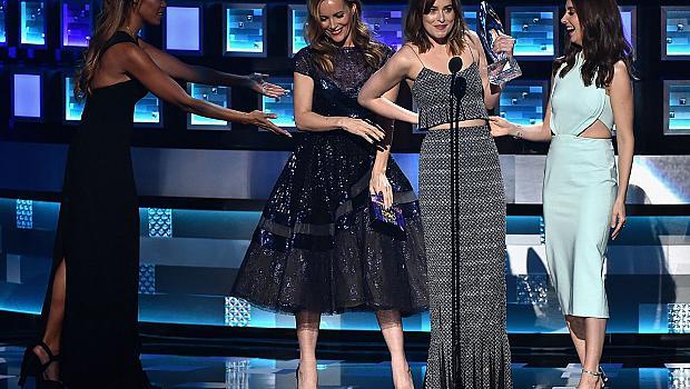 Скандали и обяснения в любов на People's Choice Awards (Снимки)