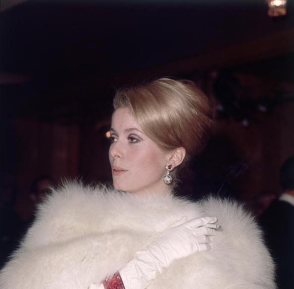 Катрин Деньов през 1966 година