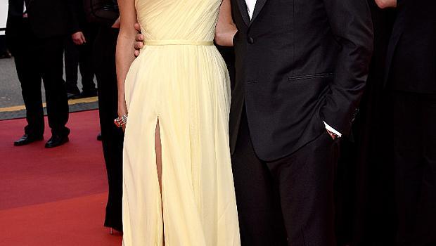 Рокля измъчи Амал Клуни на фестивала в Кан