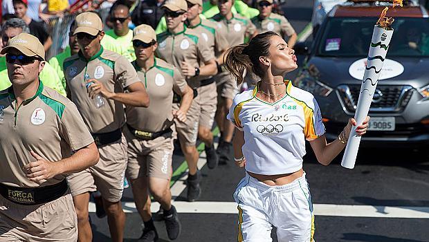 Каква е ролята на Адриана Лима и Алесандра Амброзио в Рио?