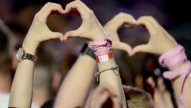 Охраната на концерта на Ариана Гранде се превърна в публика