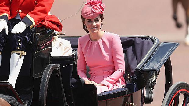 Кейт Мидълтън кани 31 дизайнери в Бъкингамския дворец