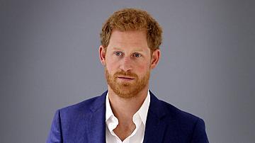 Принц Хари пристигна във Великобритания - с PCR и без Меган