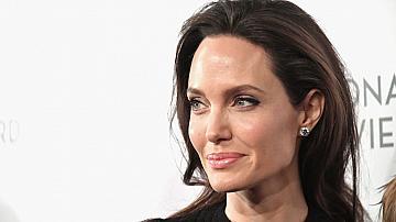 Анджелина Джоли намекна, че разводът с Брад Пит я е травмирал сериозно