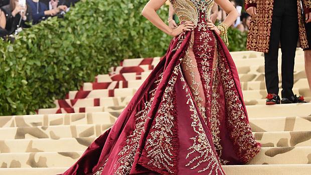Met Gala 2018: Блейк Лайвли в рокля Atelier Versace