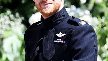 Кралската сватба: Принц Хари и Принц Уилям във военни униформи