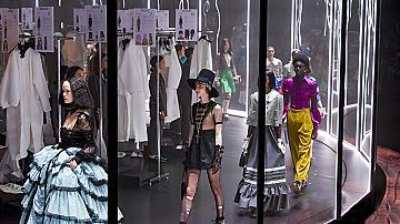 Gucci представи колекцията си на необичайна въртяща се сцена