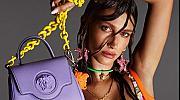 Провокация! Хейли Бийбър без бельо в новата кампания на Versace