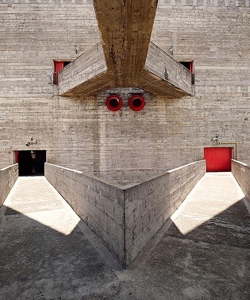 Категория ЕКСТЕРИОР / Фотограф: Иниго Бужедо Агирре /  SESC Pompeia, Сао Пауло, Бразилия  /  Архитект: Лина Бо Барди