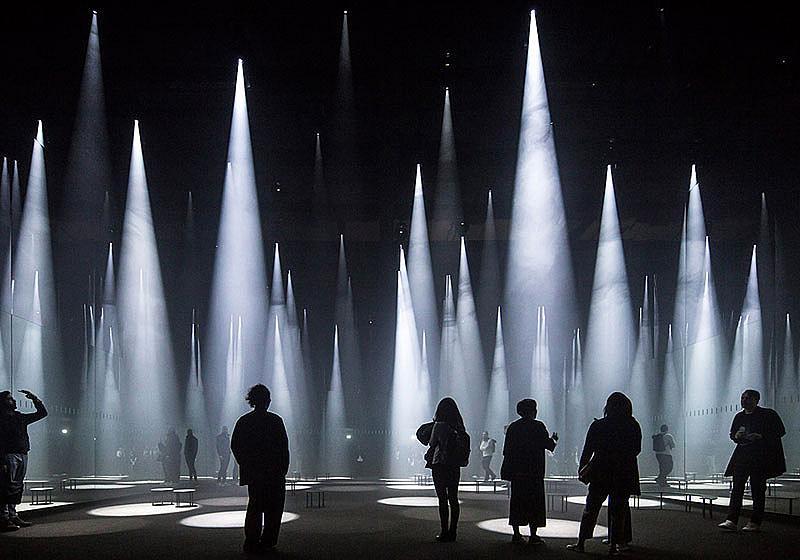 Категория ИЗПОЛЗВАЕМИ СГРАДИ / Фотограф: Лориан Гинитоиу / Forest of Light for COS, Salone del Mobile, Милано, Италия /  Архитект: Sou Fujimoto Architects
