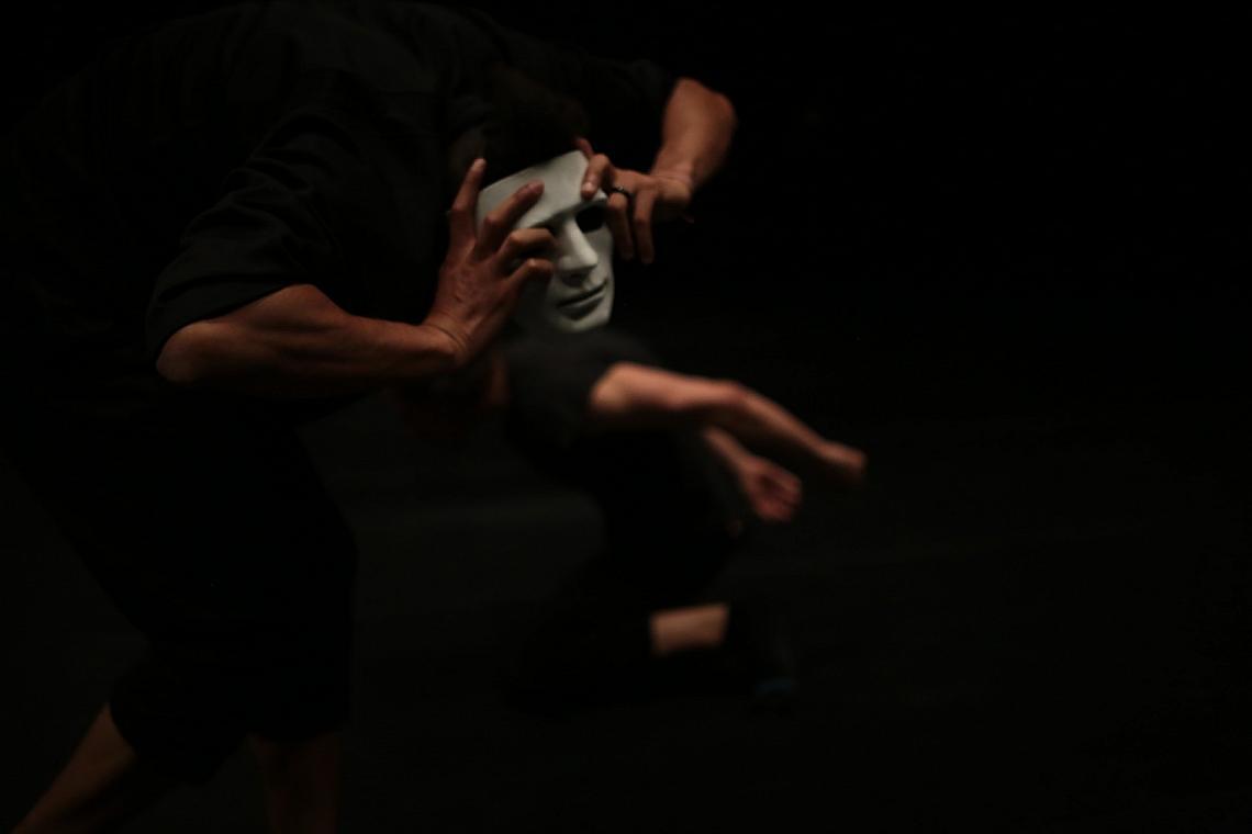 """I Identify е съвременен танцов спектакъл, чиято концепция и хореография са дело на Живко Желязков, избран от 40-членно международно жури за един от топ 20-те хореографи на Европа за 2018 г. Постановката в театър """"Азарян"""" поставя въпроса за автентичността на собственото """"аз"""" в епохата на късния капитализъм."""