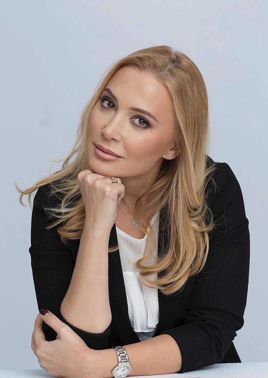 Альона Гъркова