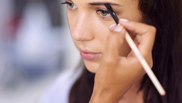 За какви проблеми със здравето издава формата на веждите?