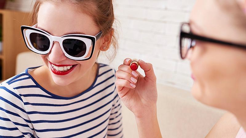 Коя козметика не трябва да споделяте с приятелки?