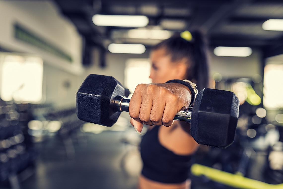 <p><strong>2. Тренировки с гирички = отслабване</strong></p><p>Колкото повече мускули имате, толкова повече калории ще горите. Затова ви препоръчваме тренировките с гирички да станат основна и задължителна част от фитнес програмата ви, ако целта ви е да отслабвате. Общо 45 минути силови упражнения и два пъти по един час кардио на седмица е напълно достатъчно.</p>