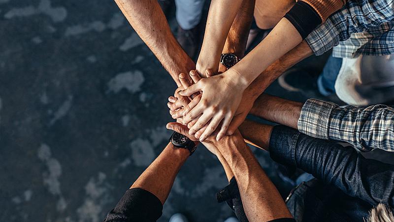 Как да се научим да помагаме на другите, но и те да помагат на нас