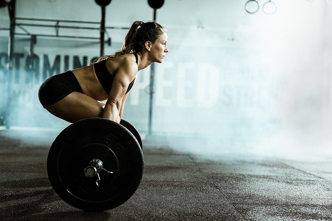<p><strong>6. Тежест и повторения - как и кога?</strong></p><p>Ако искате да натрупате мускулна маса, правете упражнения с възможно най-големи тежести, коминирани с малко на брой повторения. Ако пък предпочитате да имате издължени и тонизирани мускули, правете упражнения с по-леки тежести, но повече повторения. </p>