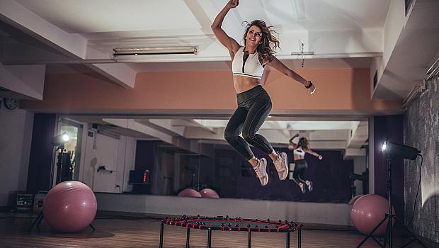 Най-забавната тренировка – скачането на батут